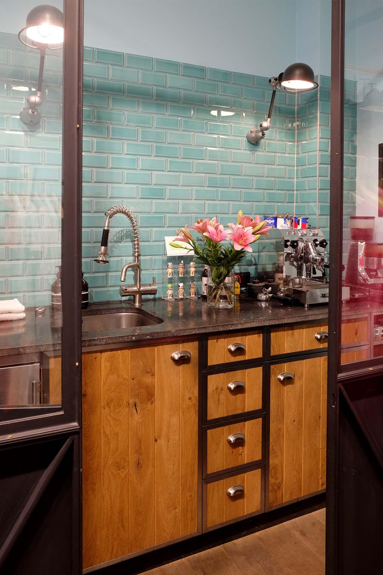 k chen d sseldorf latribuna. Black Bedroom Furniture Sets. Home Design Ideas